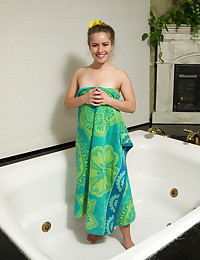 SQUEAKY CLEAN with Lilly Ford - ALS Scan
