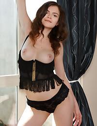 Kitri bare in erotic BED Spread gallery - MetArt.com