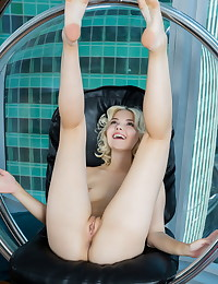 Chanel Fenn naked in glamour BOOTY-FULL gallery - MetArt.com