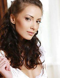 Anna AJ BY Leonardo - YAMERA