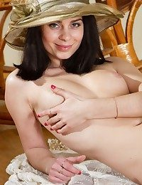 Glamour Ultra-cutie - Naturally Splendid Amateur Nudes