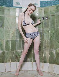 Emily Bloom naked in erotic ZELYNE gallery