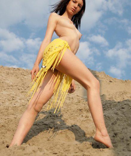 Stunning nude brunette