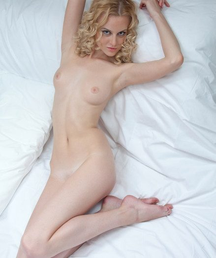 Sasha discovers her erotic capabilities in her debut shoot with photographer Catherine.