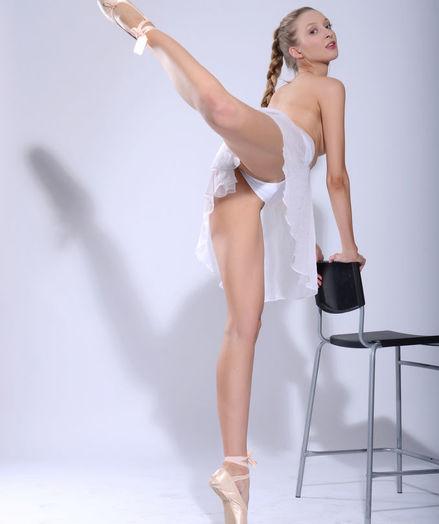 Vasilisa nude in erotic PRESENTING VASILISA gallery - MetArt.com
