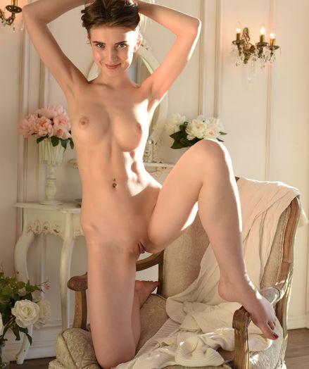Caramel nude in glamour PALENI gallery - MetArt.com