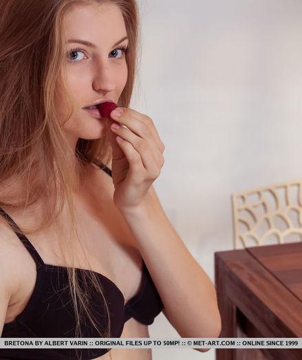 Bretona nude in erotic AZOIL gallery - MetArt.com