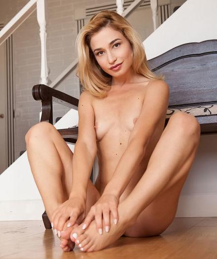 Susie nude in erotic MADAKO gallery - MetArt.com