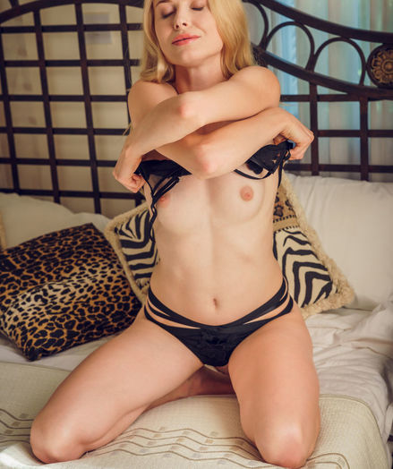Maria Rubio nude in erotic NATURAL LIGHT gallery - MetArt.com