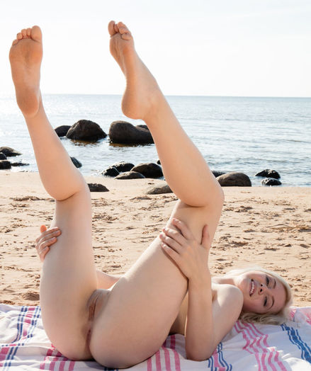 Kate New nude in glamour BEACH BABE gallery - MetArt.com