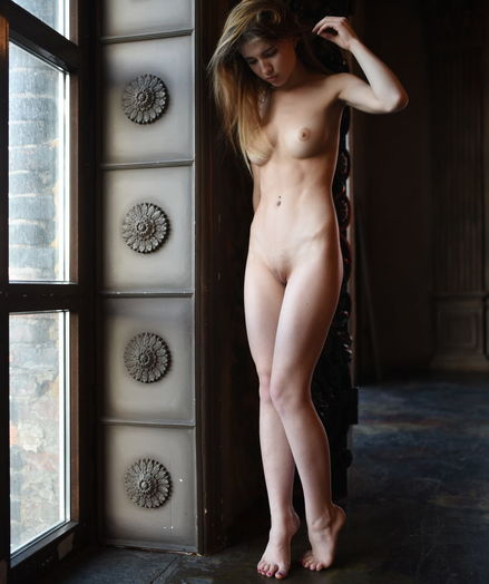Glamour Cutie - Naturally Beautiful Inexperienced Nudes
