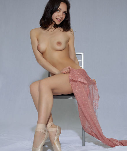 Lily Milky bare in softcore TOE SHOES gallery - MetArt.com