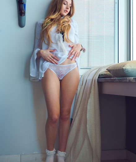 Amelia Gin nude in softcore WINDOW SEAT gallery - MetArt.com