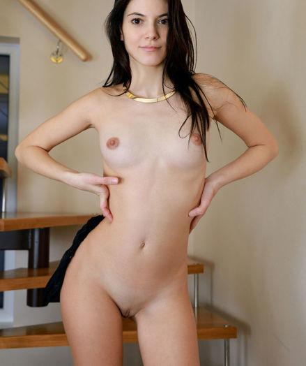 Aleksandrina nude in glamour POISE gallery - MetArt.com