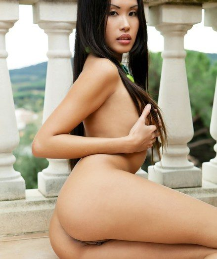An erotic veranda ragging in the matter of the sultry and spicy Davon Kim.
