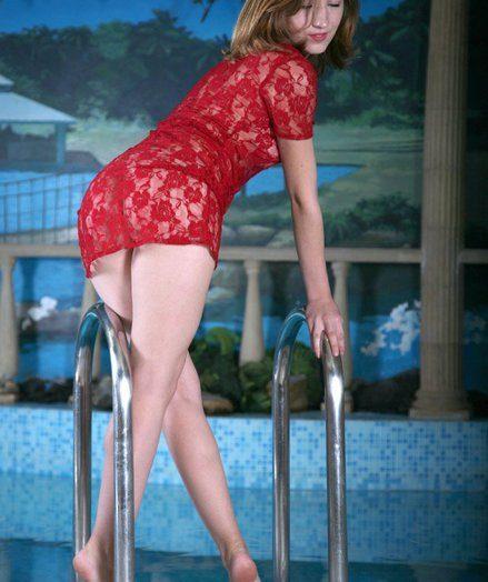 Beautiful Olesja posing nude in the swimming pool