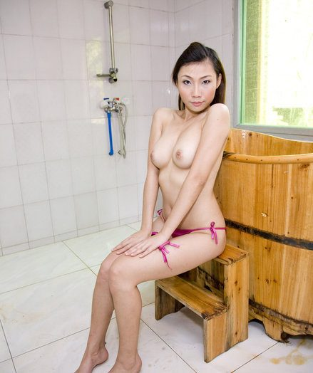 Chap-fallen Beauty - Naturally Pulchritudinous Tyro Nudes
