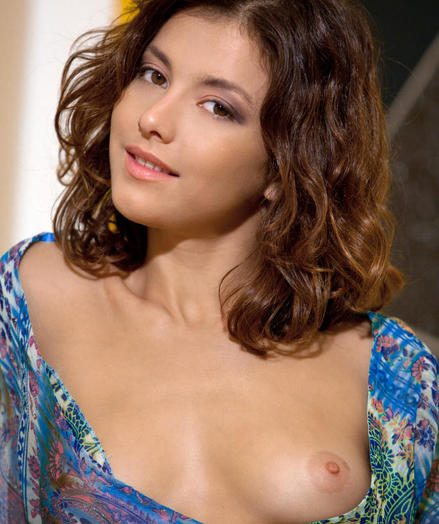 X Stunner - Unreservedly Gorgeous Unpaid Nudes