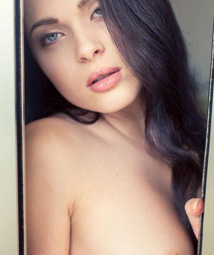 Amelie B BY Alex Lynn - DYUTI